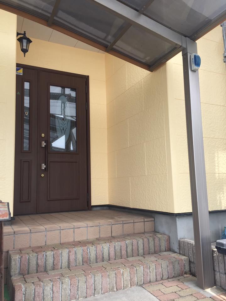 外壁塗装-黄色の塗料