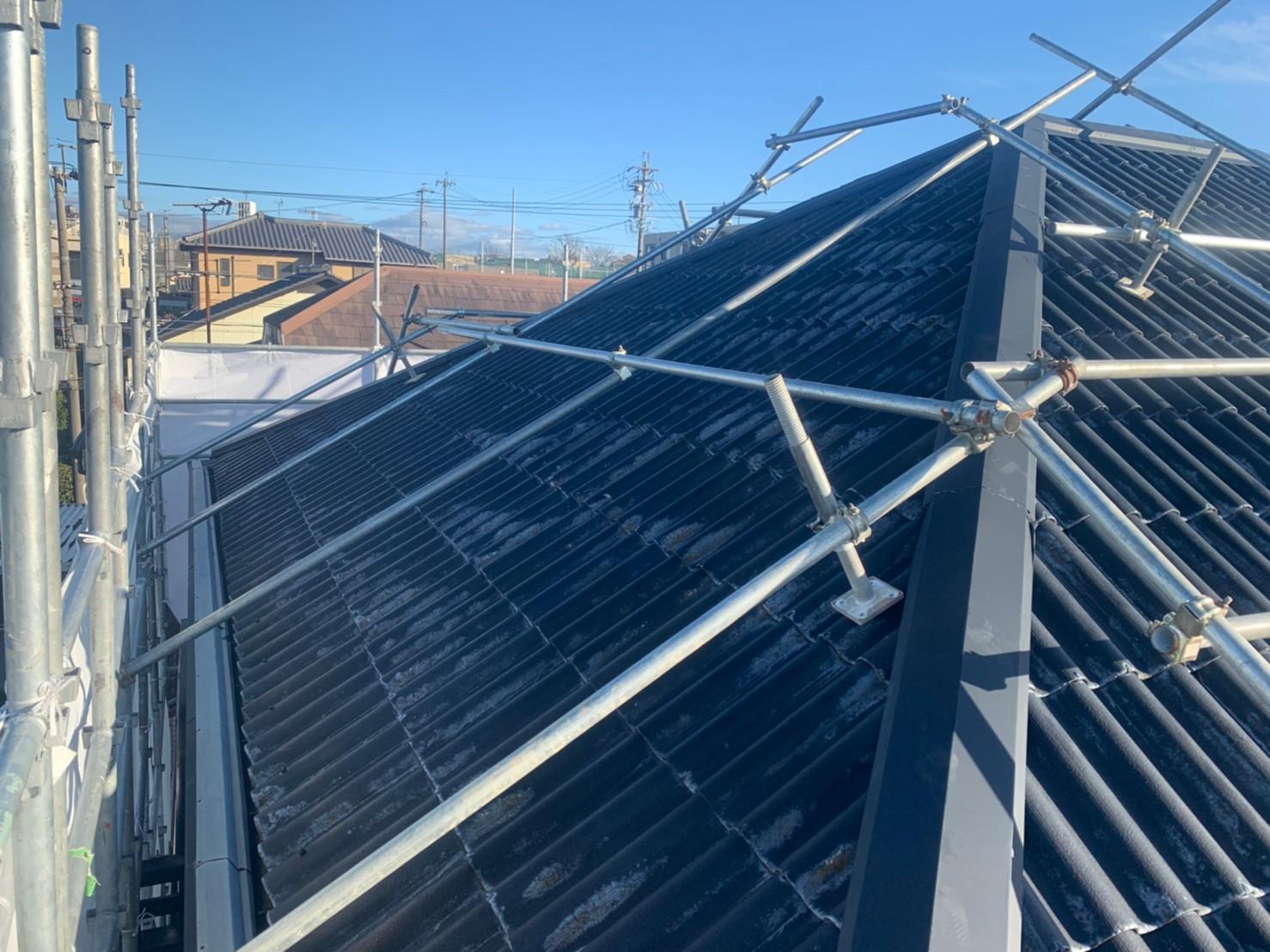 名古屋匠塗装では安全に配慮して、必要に応じて屋根足場を組んで作業を行います。